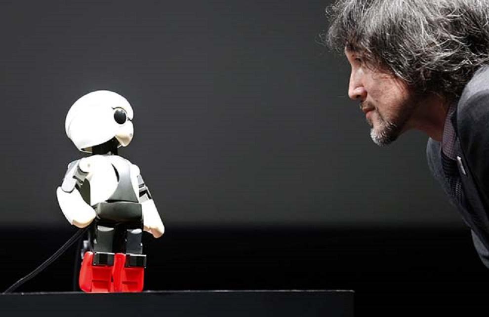 """人工智能机器人""""能文能武"""",但还差一些感性与思考"""