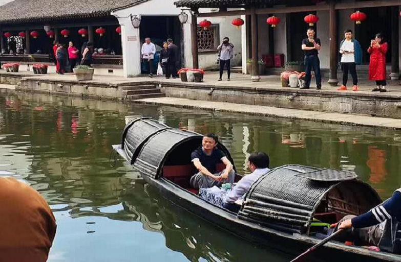 """马云游湖品酒,马化腾王健林逛街,大佬""""错峰度假""""为的啥?"""