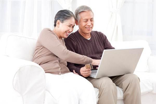 """互联网生意盯上""""银发人群"""",中老年网民的钱就那么好赚吗?"""