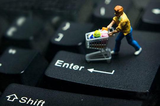 """每月收入""""7000+""""的小镇青年,正在成为网购的主力"""