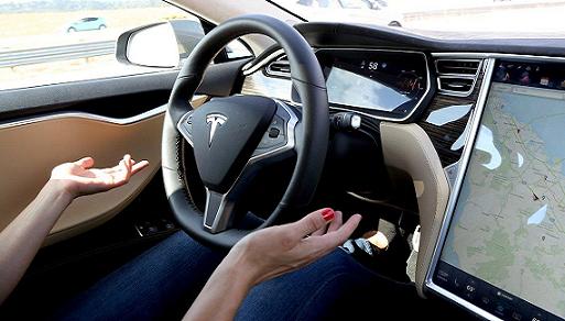 特斯拉再撞警车,美监管部门发关于自动驾驶的函质询